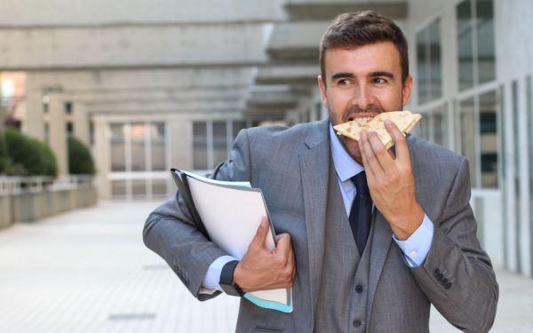 Co zrobić, by nie zajadać stresu - 8 najważniejszych zasad